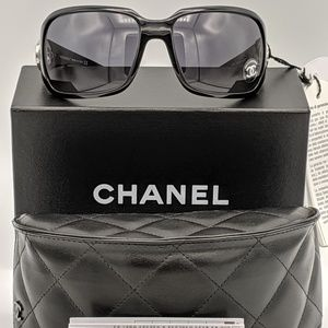 AUTHENTIC Chanel Sunglasses EUC 😍
